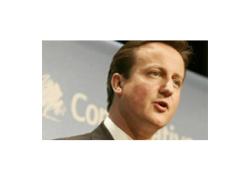 İngiliz Siyasetçilerin Sosyal Medyayla  Sevgi-Nefret İlişkisi